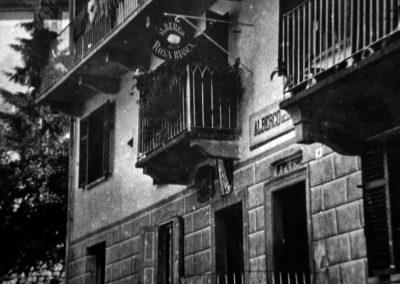 l'albergo con la vecchia insegna, 1920 circa