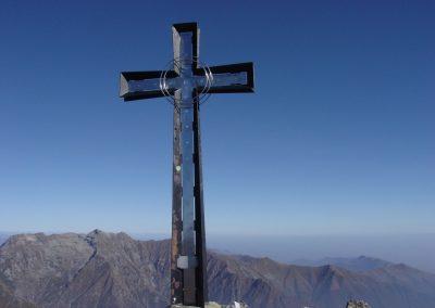 Croce di vetta sul monte Cresto